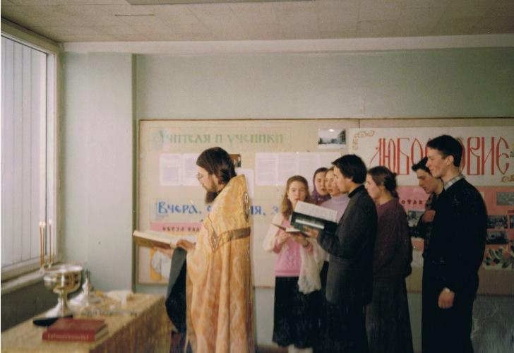 Весна 1994 года. Молебен на филфаке МГУ