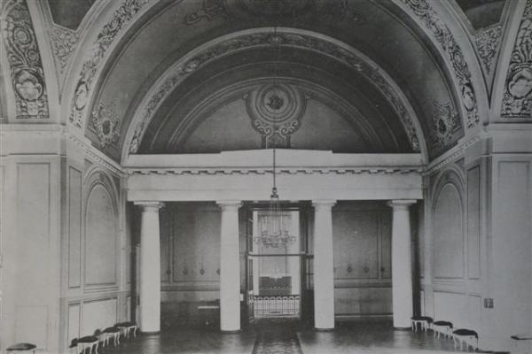 Фотография интерьера храма начала XX века